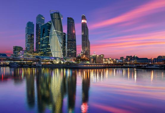 Arbitration clauses in Russia-related contracts - Image of Moscow skyline during sunset
